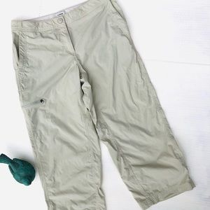 L.L. Bean Performance khaki Capri Pants Si…
